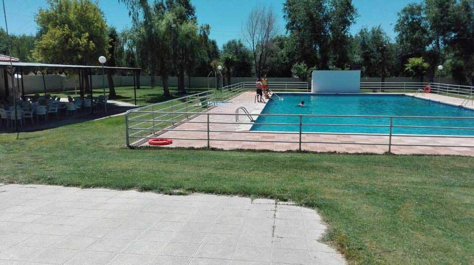 El ayuntamiento de villamayor de calatrava gestiona por for Piscina municipal camilo cano